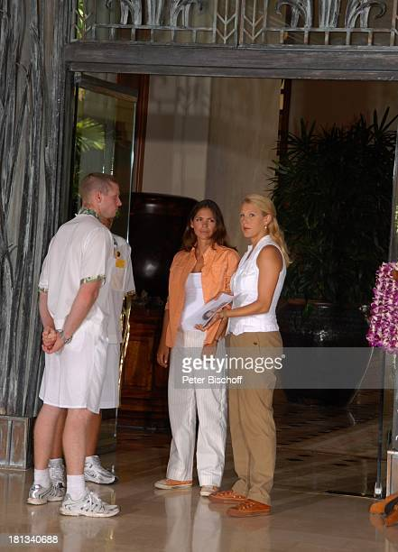 EvaMaria Grein Katja Woywood HotelAngestellte Dreharbeiten zur ZDFReihe Kreuzfahrt ins Glück Folge 3 Hochzeitsreise nach Hawaii Grand HyattHotel...