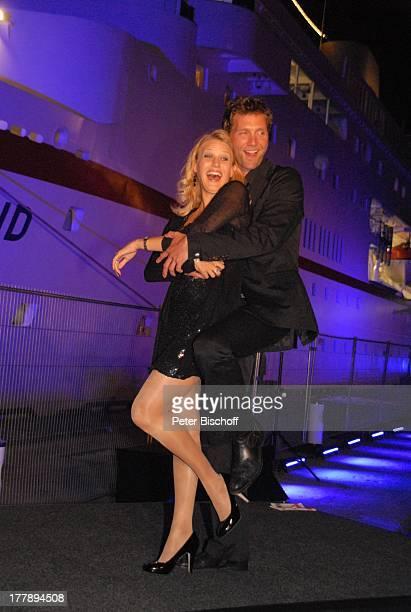EvaMaria Grein Patrick Fichte 10 ZDFHansetreff Cruise Center in der Hafencity Hamburg Deutschland Europa Quai sexy Pose umarmen Party Feier...
