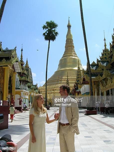 EvaMaria Grein Patrik Fichte Dreharbeiten zur ZDFReihe 'Kreuzfahrt ins Glück' Folge 'Hochzeitsreise nach Burma' Yangon Hauptstadt von Myanmar Asien...