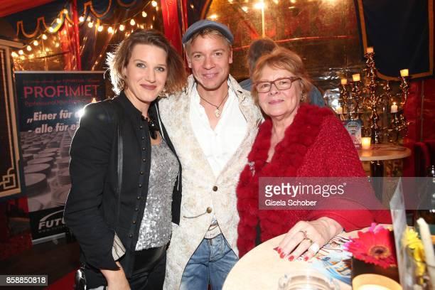 Eva-Maria Greindl von Friedl and her husband Christoph von Friedl and Loni von Friedl during the premiere of the Circus Roncalli '40 Jahre Reise zum...