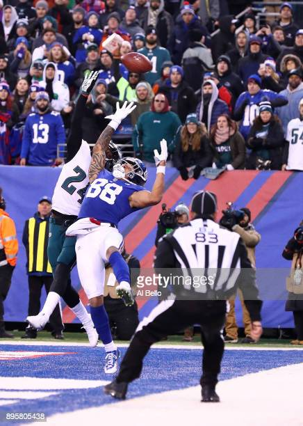 Evan Engram of the New York Giants cannot catch a ball defended by Corey Graham of the Philadelphia Eagles in the closing minutes of a 3429 loss...