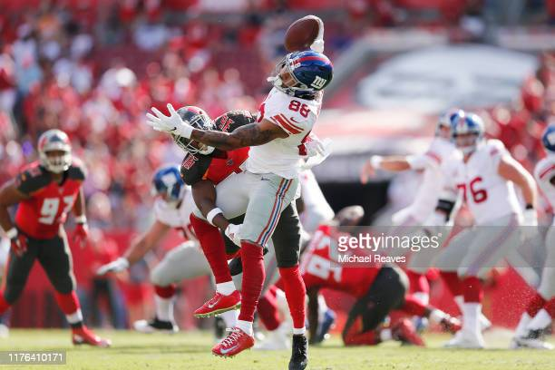 Evan Engram of the New York Giants makes a onehanded catch against the Tampa Bay Buccaneers during the first quarter at Raymond James Stadium on...