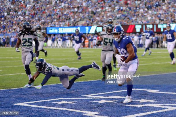 Evan Engram of the New York Giants runs 5yards to score a touchdown against the Seattle Seahawks during the second quarter of the game at MetLife...