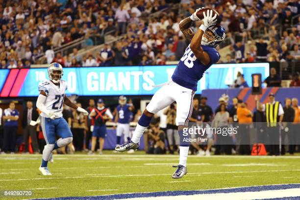 Evan Engram of the New York Giants scores an 18 yard touchdown in the second quarter against the Detroit Lions during their game at MetLife Stadium...