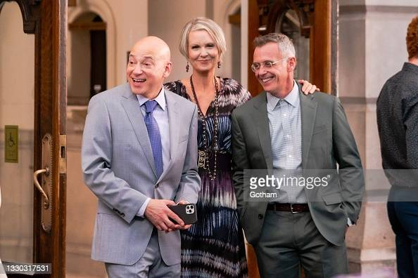 """Evan Handler, Cynthia Nixon and David Eigenberg are seen filming """"And...  News Photo - Getty Images"""