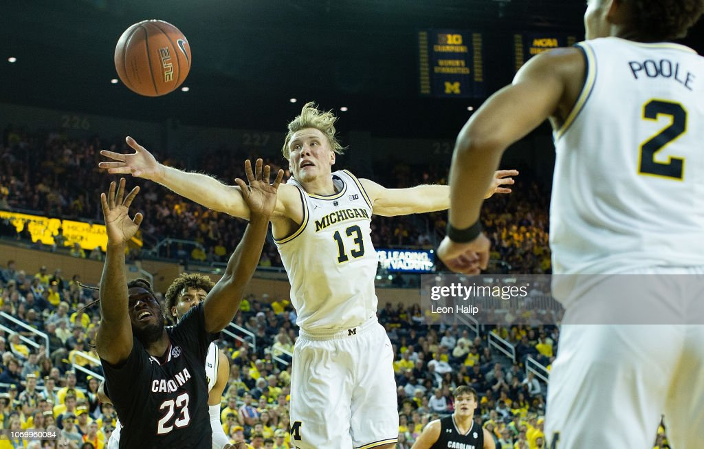 South Carolina v Michigan : News Photo