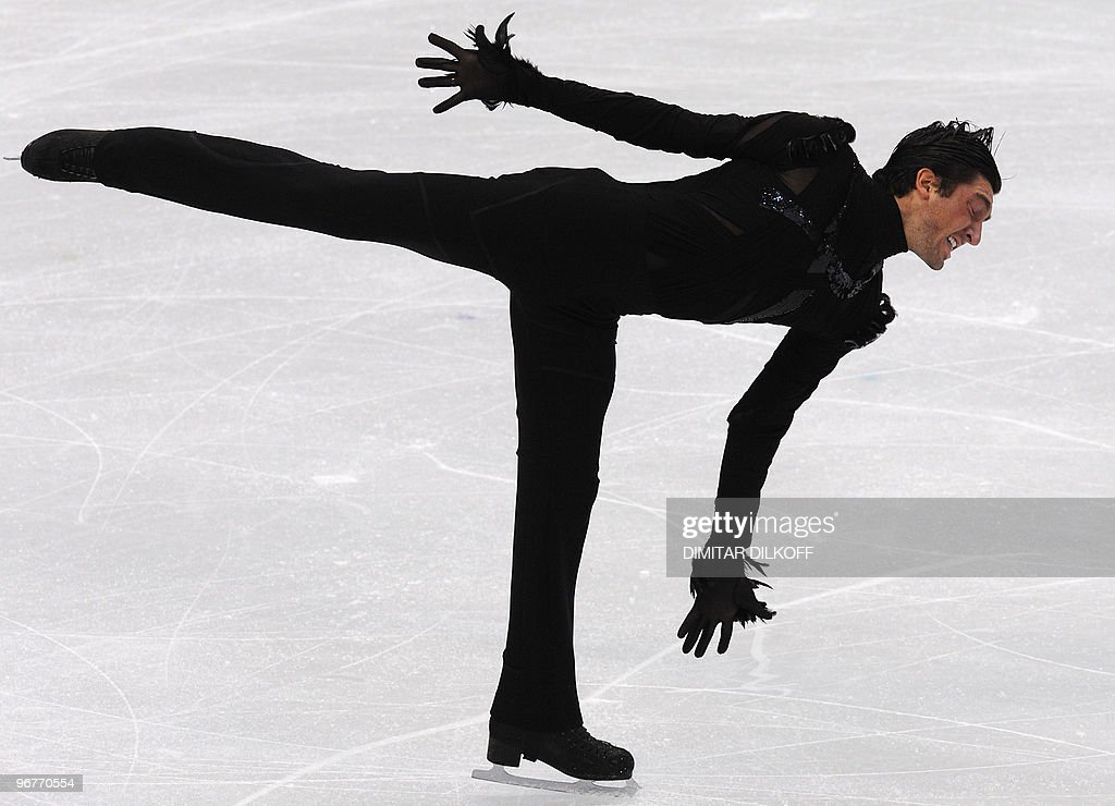 US' Evan Lysacek competes in the men's 2010 Winter Olympics figure skating short program at the Pacific Coliseum in Vancouver on February 16, 2010. AFP PHOTO/Dimitar DILKOFF