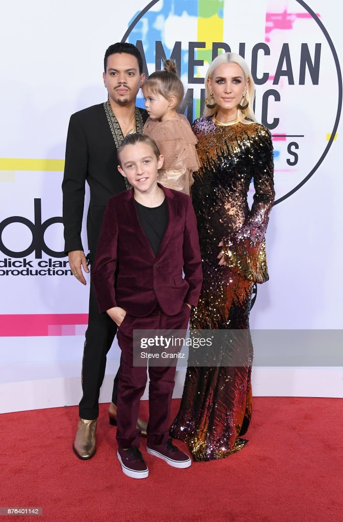 Evan Ross (L) and Ashlee Simpson attend the 2017 American Music Awards at Microsoft Theater on November 19, 2017 in Los Angeles, California.