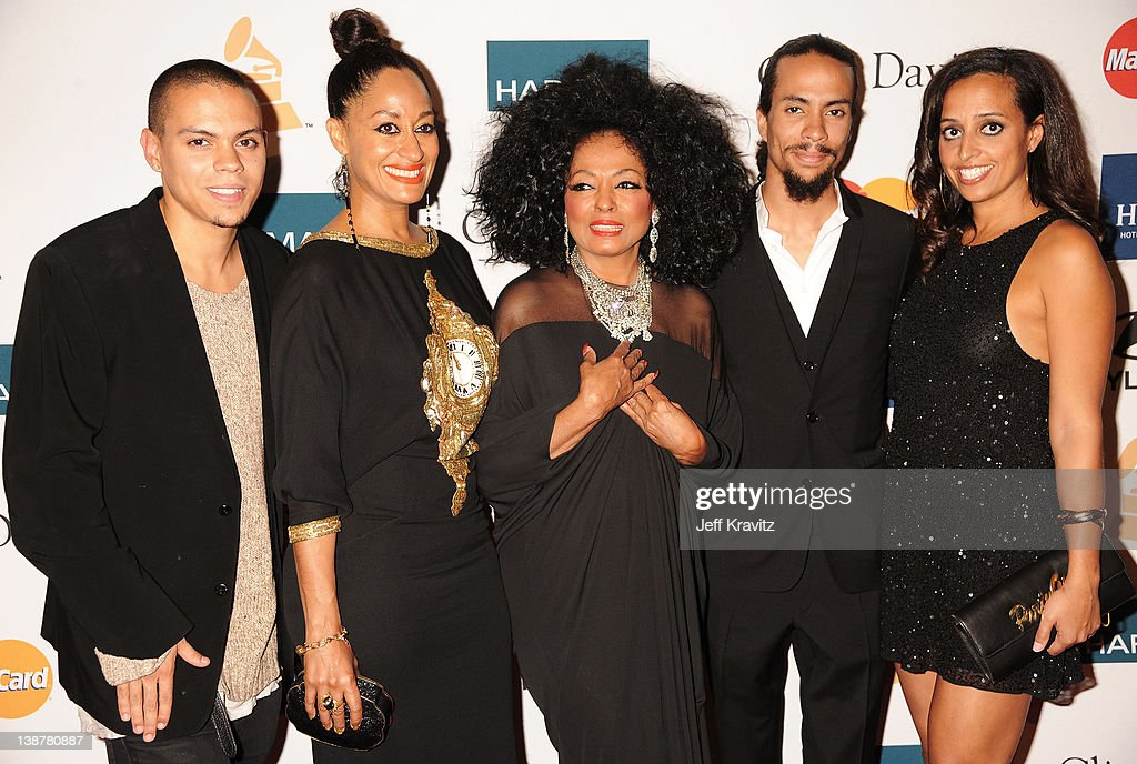 Clive Davis And The Recording Academy's 2012 Salute To Industry Icons Gala - Arrivals : Photo d'actualité