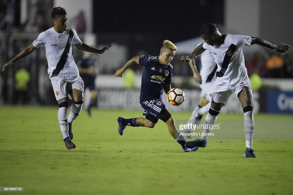 Evander (L) and Erazo (R) of Vasco da Gama struggles for the ball with Yeferson Soteldo (C) of Universidad de Chile during a Group Stage match between Vasco and Universidad de Chile as part of Copa CONMEBOL Libertadores 2018 at Sao Januario Stadium on March 13, 2018 in Rio de Janeiro, Brazil.