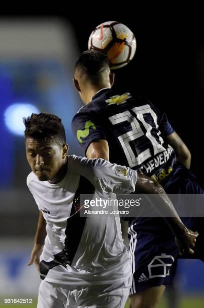 Evander of Vasco da Gama struggles for the ball with Rodrigo Echeverría of Universidad de Chile during a Group Stage match between Vasco and...