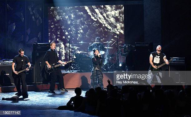 Evanescence peforms 'Going Under' at The Teen Choice Awards 2003