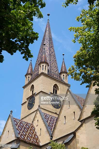 evangelical church of sibiu, romania - marco cristofori fotografías e imágenes de stock