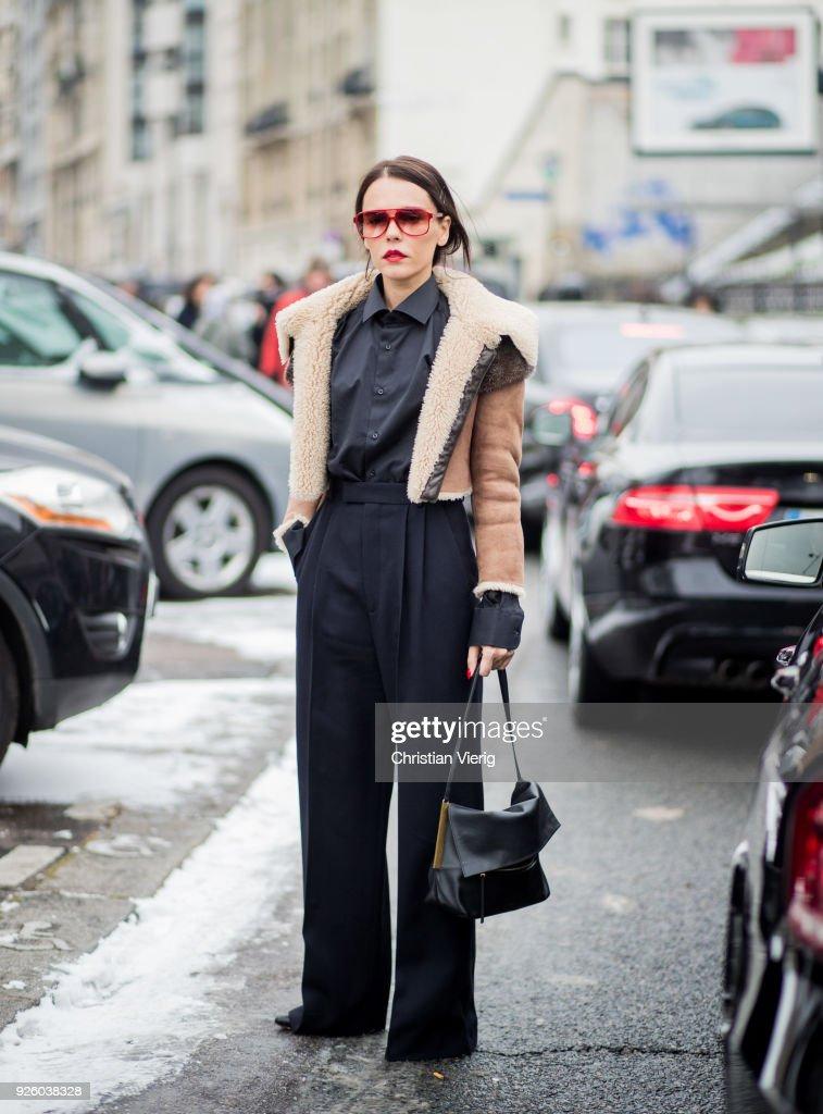Street Style : Paris Fashion Week Womenswear Fall/Winter 2018/2019 : Day Four : News Photo