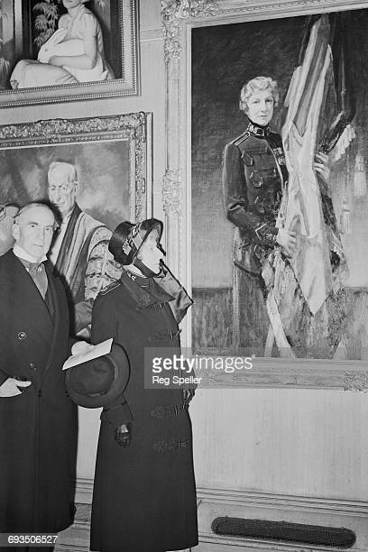 Evangeline Booth recently retired General of The Salvation Army inspects a portrait of herself by English artist Frank O Salisbury at the Royal...