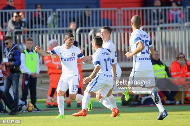 Evar Banega of Inter celebrates his goal with the teammates during the Serie A match between Cagliari Calcio and FC Internazionale at Stadio...