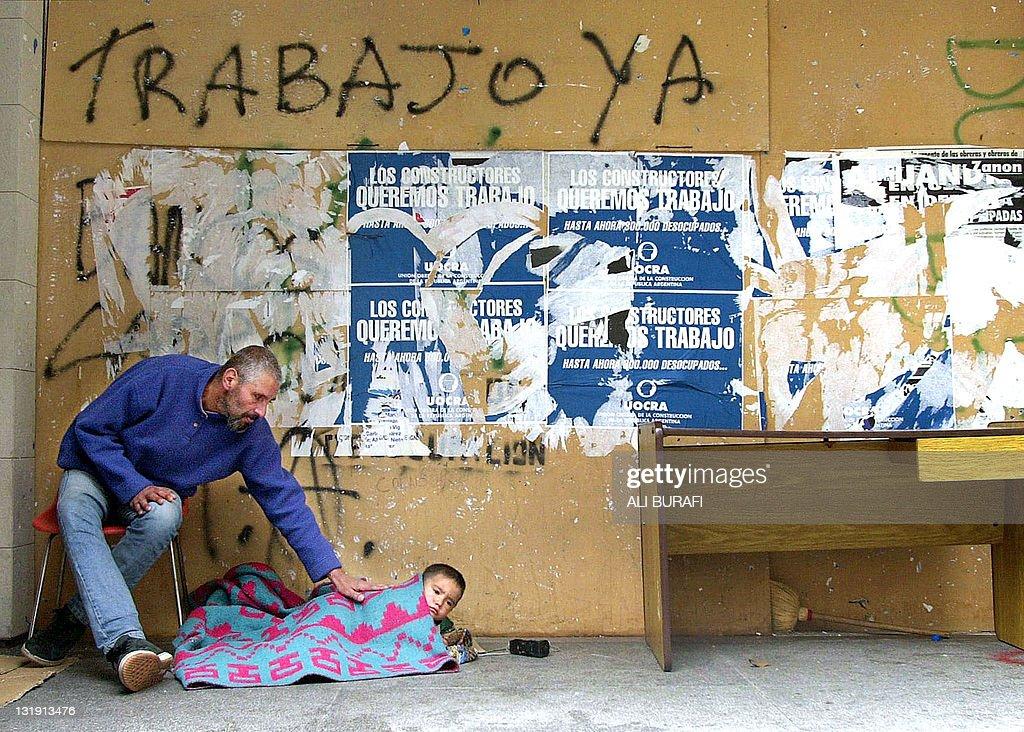 Evaristo Galarza and his son Carlos, hop : Fotografía de noticias