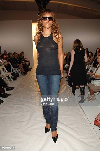Eve front row at David Meister Fall 2006