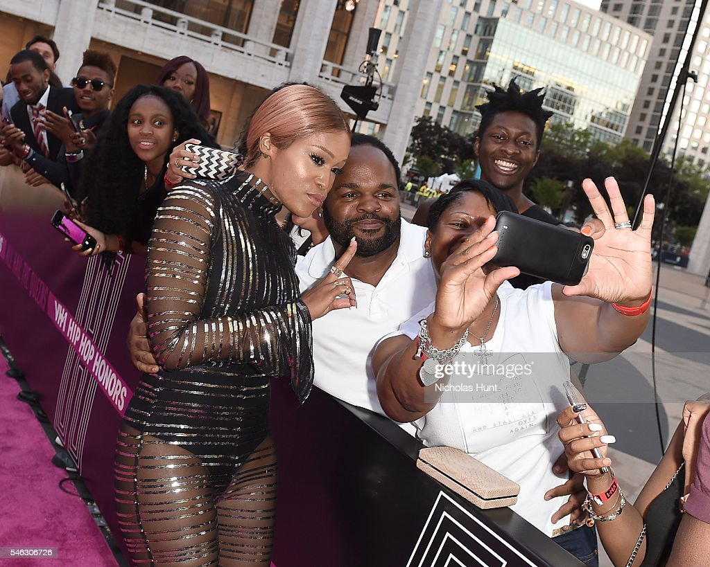 Eve poses with fans during the VH1 Hip Hop Honors: All Hail The Queens at David Geffen Hall on July 11, 2016 in New York City.