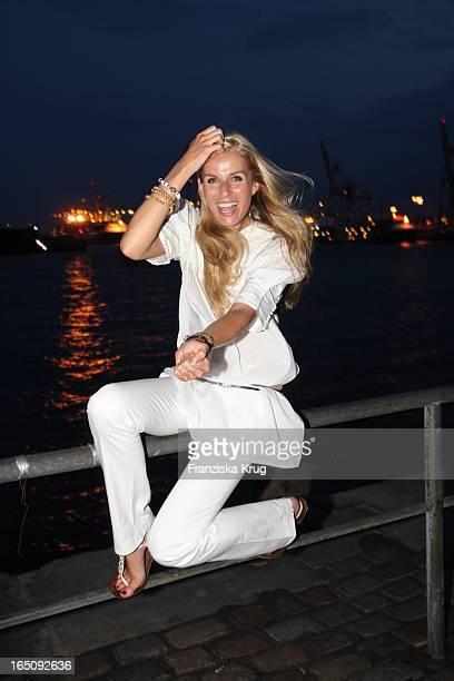 Eve Scheer Bei Der Abendveranstaltung Der Oldtimerrallye Hamburg Berlin Klassik In Der Fischauktionshalle In Hamburg