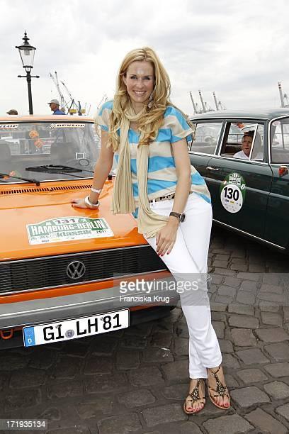 Eve Scheer Beim Start Der 4 Oldtimer Rallye Berlin Klassik In Hamburg