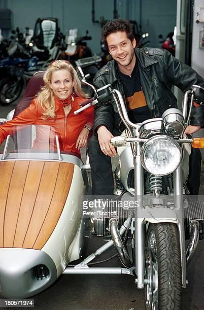 Eve Scheer Christof Arnold ExclusivFotos der beiden Fernsehstars und MotorradFans RTLDailySoapUnter Uns/ARDTVSerie Fabrixx Motorrad Seitenwagen...
