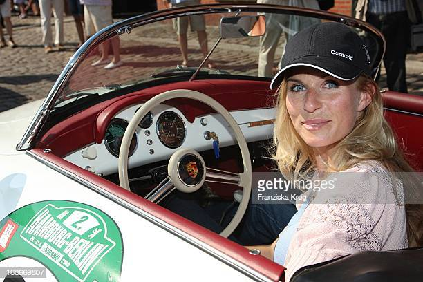 Eve Scheer the prologue the vintage car rally Hamburg Berlin Classical At the fish market in Hamburg