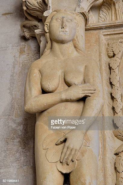 eve with a fig leaf on the western gate of trogir cathedral or cathedral of st. lawrence, 13th century, by the artist radovan, historic centre, unesco world heritage site, trogir, dalmatia, croatia - adam and eve stock pictures, royalty-free photos & images