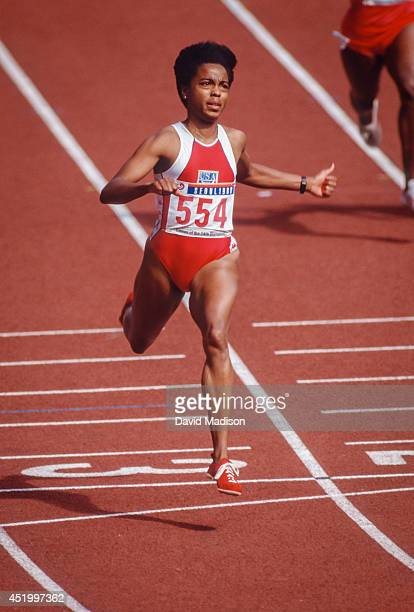 Evelyn Ashford runs a round of the Women's 100 meter race of the 1988 Summer Olympic Games on September 24 1988 in Jamsil Olympic Stadium in Seoul...