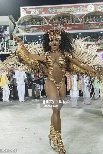 Evelyn Bastos attends to the Rio Carnival in Sambodromo on February 8 2016 in Rio de Janeiro Brazil Despite the Zika virus epidemic thousands of...