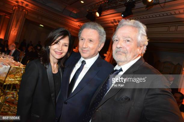 Evelyne Bouix Michel Drucker and Pierre Arditi attend 'La Recherche en Physiologie' Charity Gala at Four Seasons Hotel George V on March 13 2017 in...