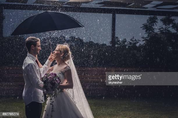 ¡Lluvias aún no pueden arruinar nuestro amor!