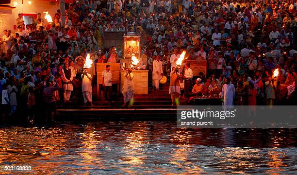 evening aarti at har ki pauri, haridwar - ceremony stock pictures, royalty-free photos & images