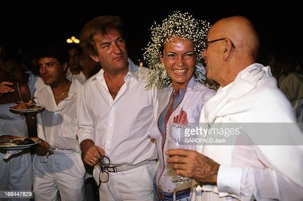 Evening At Eddie Barclay In SaintTropez En France à SaintTropez le 20 aout 1984 lors d'une soirée chez Eddie BARCLAY de gauche à droite Eddy MITCHELL...