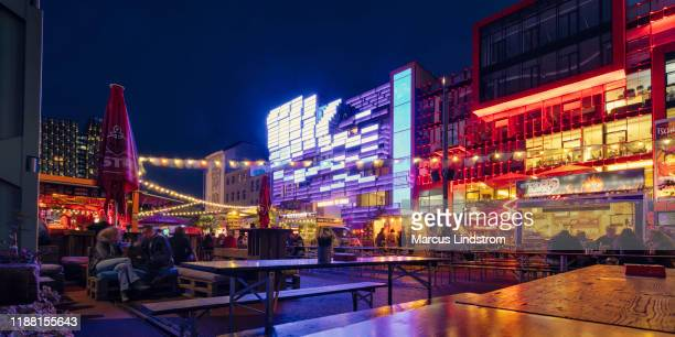 evening at reeperbahn - reeperbahn stock pictures, royalty-free photos & images