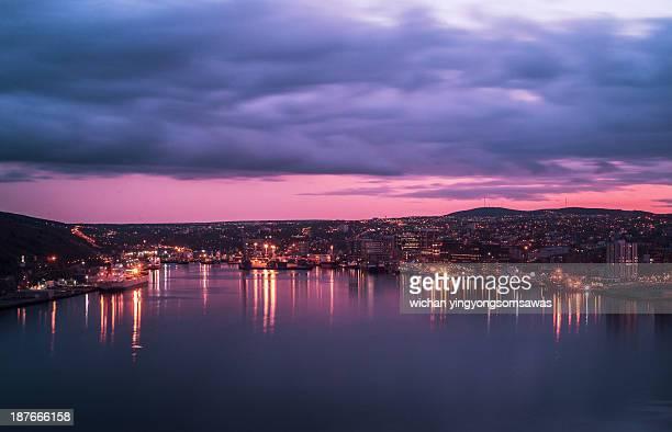 evening at st. john's harbour - paisajes de st johns fotografías e imágenes de stock