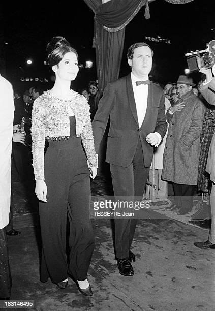Evening At The Lido 'Quelle Nuit' 1964 Décembre 1964 la première parisienne du Lido arrivée à la soirée de MarieJosée NAT vêtue d'un pantalon et d'un...