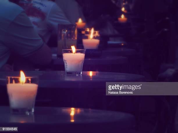 evening candles - cero foto e immagini stock
