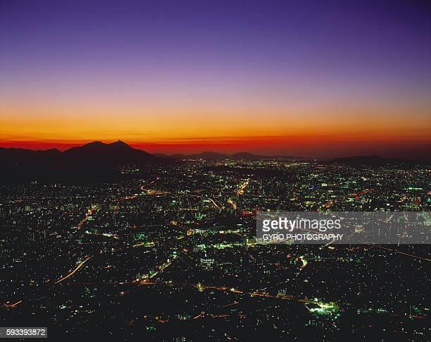 evening cityscape of fukuoka, fukuoka prefecture, japan - 北九州市 ストックフォトと画像