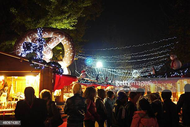 CONTENT] Evening crowd at brightly lit stalls