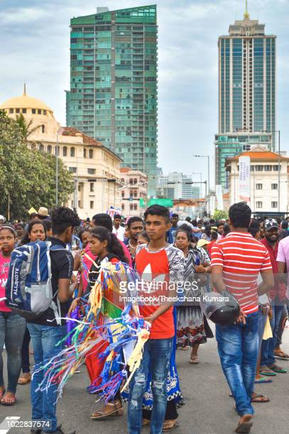 evening crowds on galle face - imagebook stock pictures, royalty-free photos & images