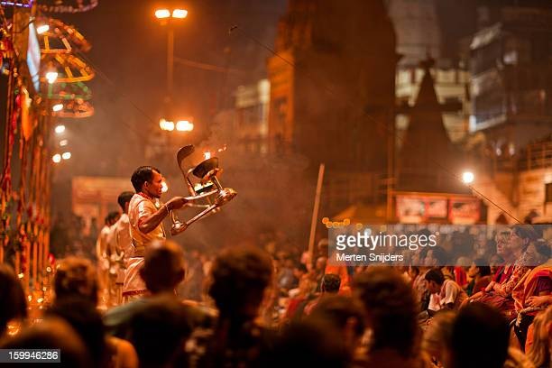 evening ganga aarti ritual - merten snijders stock pictures, royalty-free photos & images
