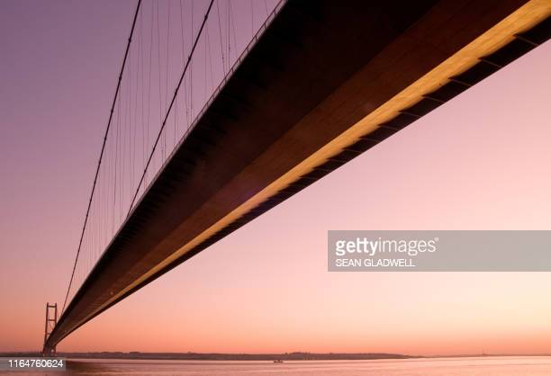 evening humber bridge - kingston upon hull stock pictures, royalty-free photos & images