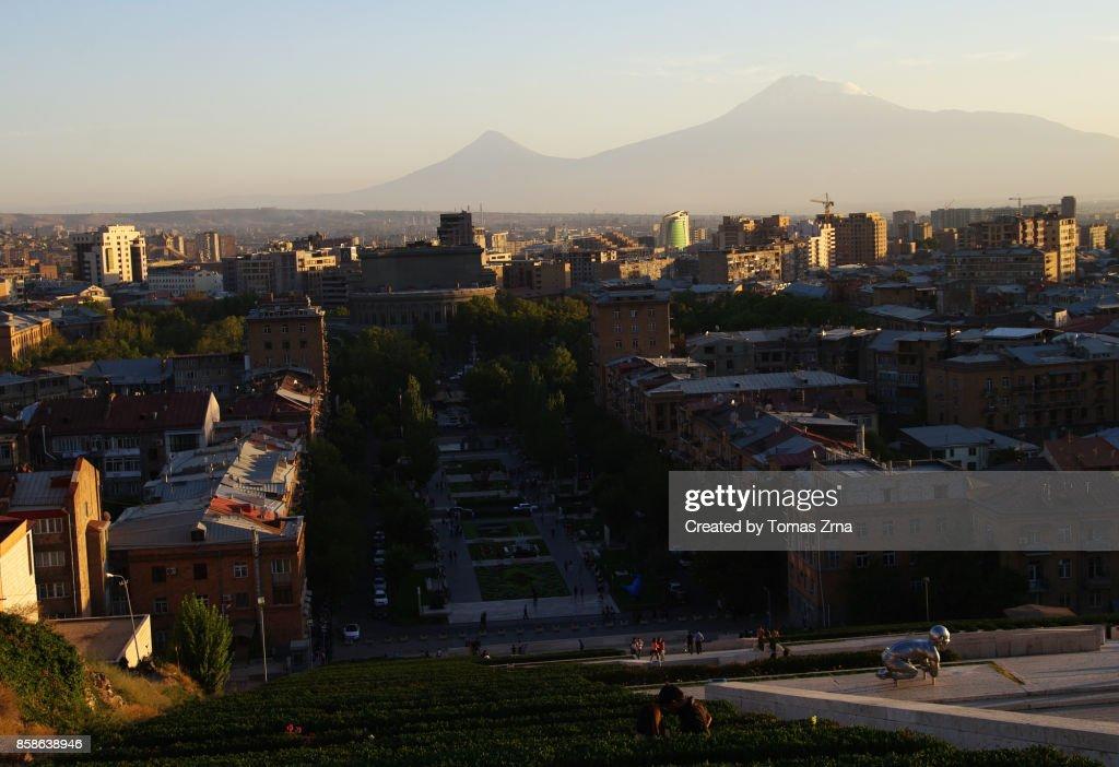 Evening in Yerevan with view of Mt. Ararat : Stock-Foto