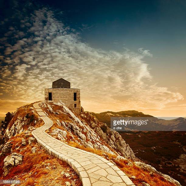 abend mountain landschaft - mausoleum stock-fotos und bilder