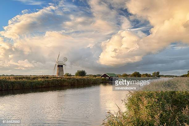 evening on the river thurne - norfolk broads national park - east anglia stock pictures, royalty-free photos & images
