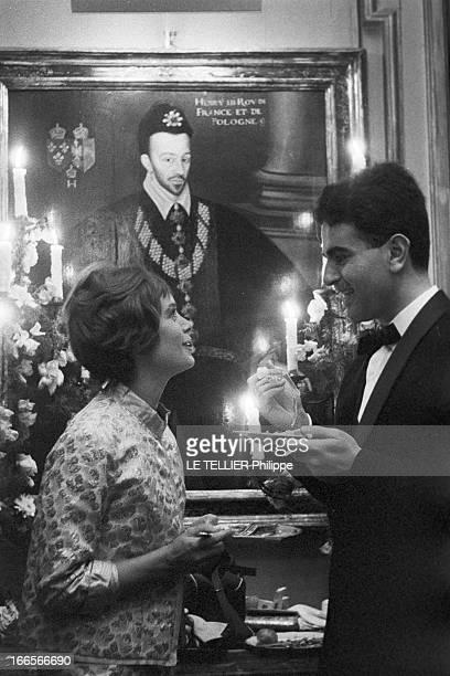 Evening Paul Louis Weiller 1960 le 18 juin portrait de la comédienne Annie FARGUE et du compositeur et interprête Guy BEART lors d'une réception...
