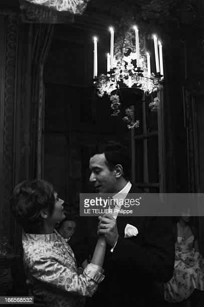 Evening Paul Louis Weiller Le 18 juin 1960 les artistes invités de l'industriel financier et mécène PaulLouis Weiller lors d'une soirée l'actrice...