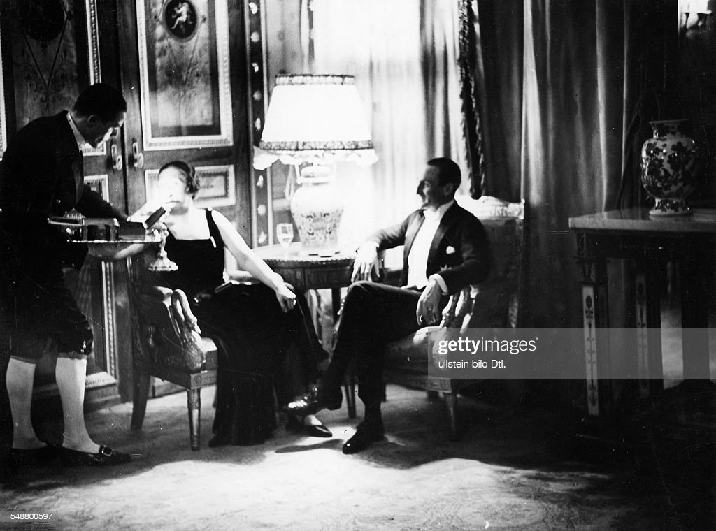 Evening reception in the German Embassy:  Prince zu Schaumburg-Lippe sitting at a table with a woman  Photographer: Ruth Blum   about 1932  Vintage property of ullstein bild : News Photo
