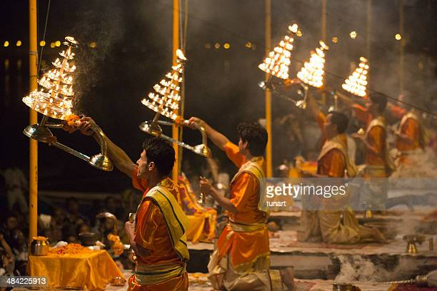evening rite near the river ganges, varanasi, india - ceremony stock pictures, royalty-free photos & images